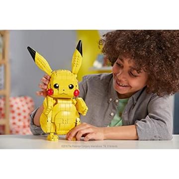 mega-construx-fvk81-pokemon-jumbo-pikachu-30-cm-bauset-mit-825-bausteinen-spielzeug-ab-8-jahren-exklusiv-bei-amazon-3